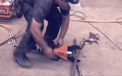 Vidéo : découper du métal à froid