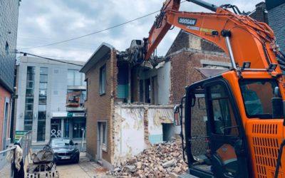 Démolition mécanique d'une maison unifamiliale mitoyenne proche de Liège