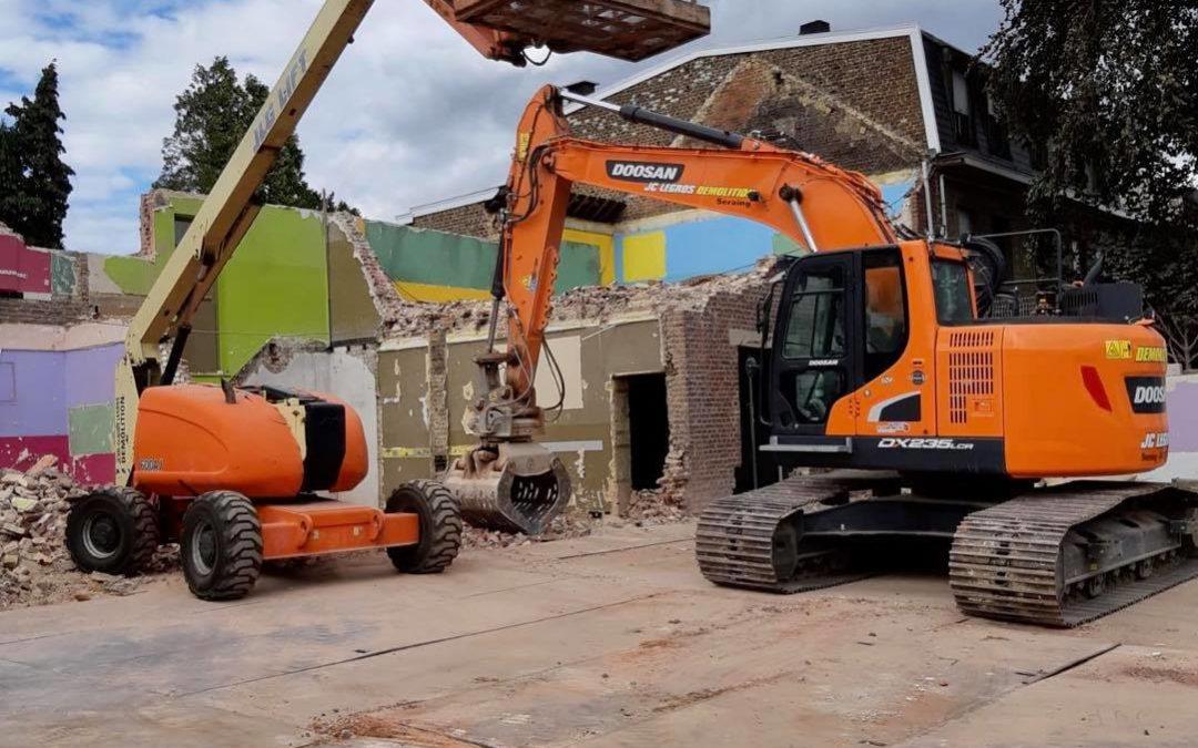 Travaux de déconstruction d'une école pour la commune de Saint-Nicolas